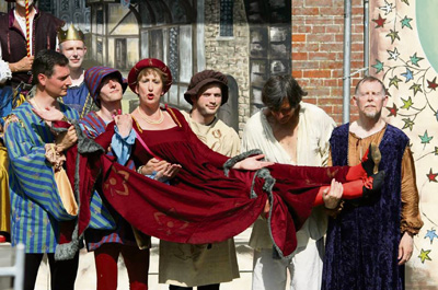 'Bawdy, boisterous' fun as Kelvin Players stage Canterbury Tales